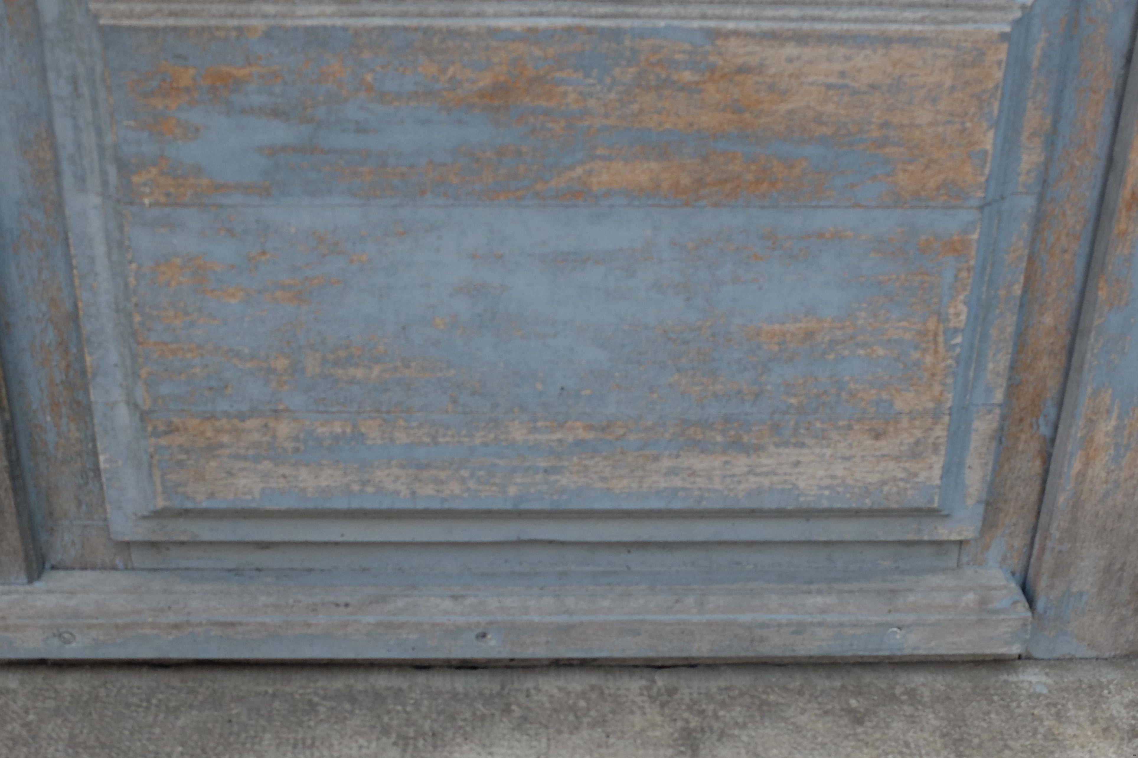 Porte en bleu