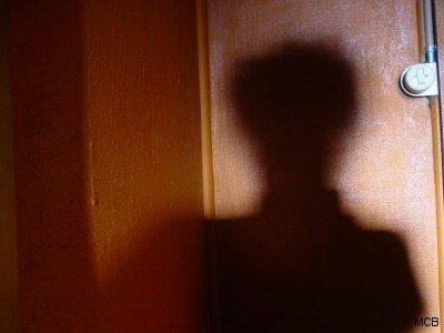 Autoportrait dans maison vide