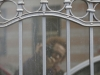 Autoportrait à la porte