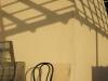 Une chaise et son ombre