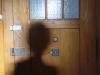 Autoportrait dans maison d'enfance