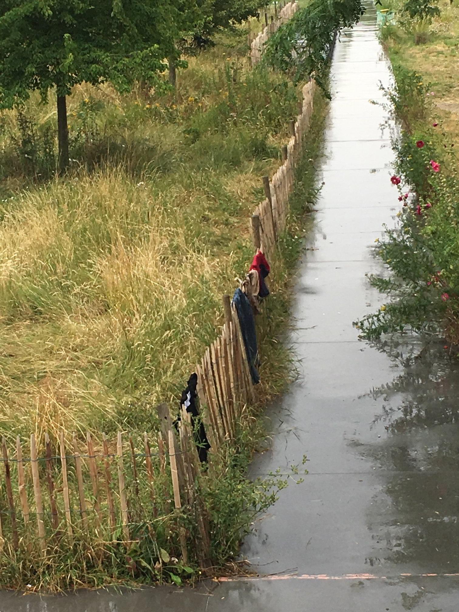 Traces de migrants, Paris 18e, Jardins d'Eole, 9 juillet 2017